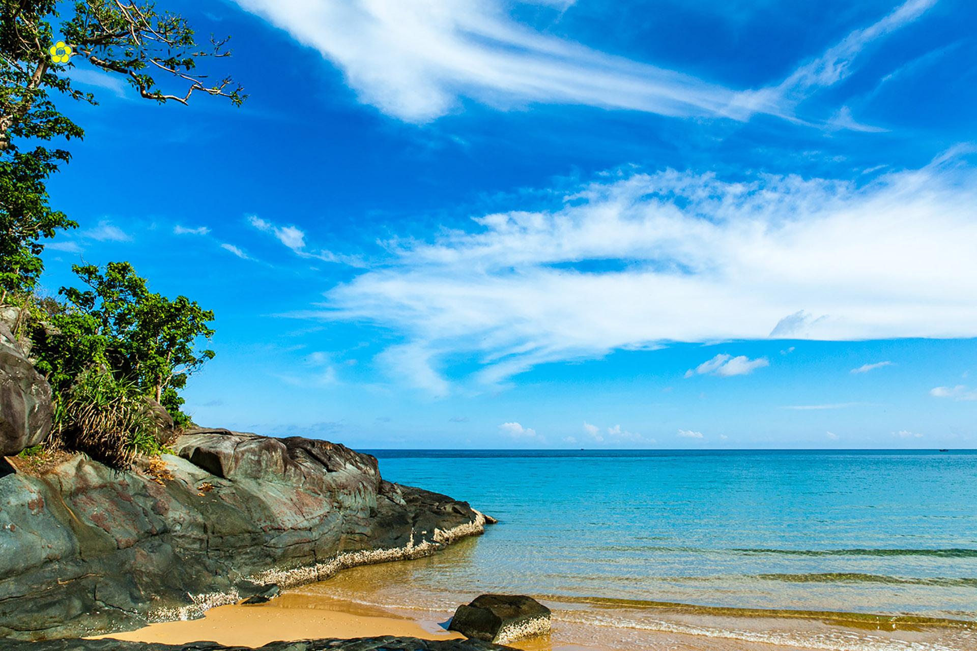 dam-trau-beach-con-dao